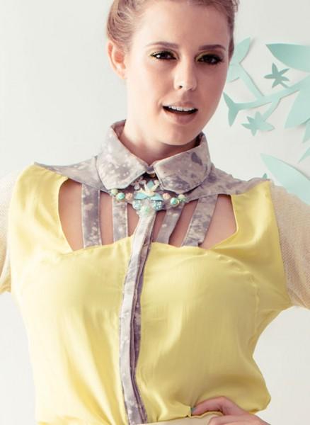 Ausgefallene Bluse mit Cutouts