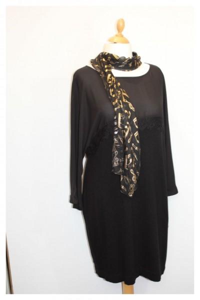 Schwarzes Kleid mit Dreiviertelarm
