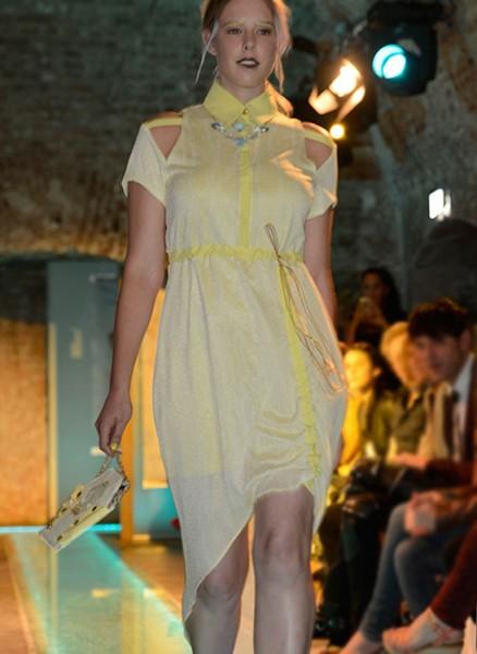 Vanillegelbes Kleid